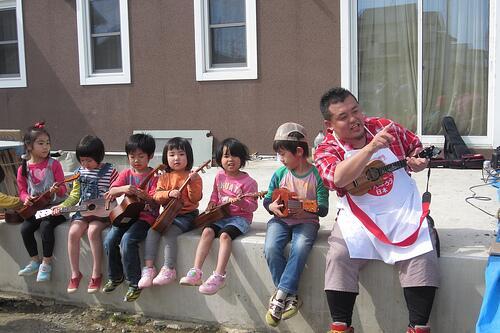 【活動報告UP】「日本を元気にした男・・・ハンサム判治 @han363 ボランティアセンターにてウクレレ大使プチライブ」 http://t.co/ETABLmbdDM http://t.co/bQDXSEfW75