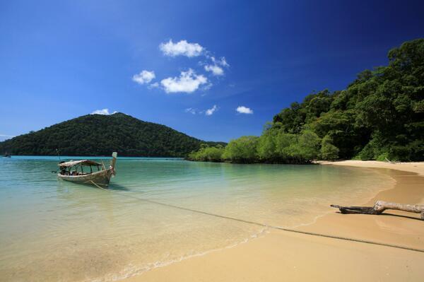 La considerada la mejor playa del mundo está en #Tailandia,#PhangNga ¿Alguno ha estado allí?http://t.co/HjszoJZzBe http://t.co/FxoEhAsYFY