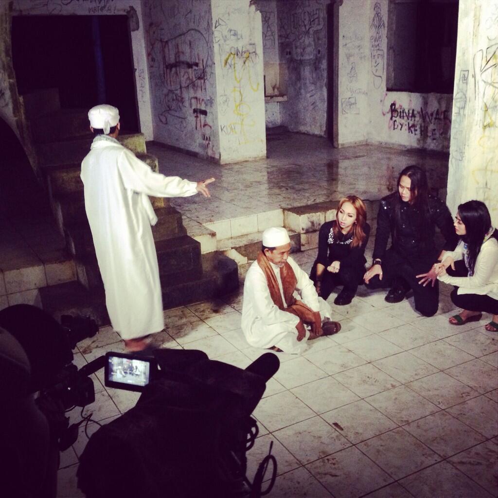nantikan tayanganny di bln Februari,jgn blng Angker klo blm ad Jejak Paranormal @whatsonANTV http://t.co/pW4GcKwicY