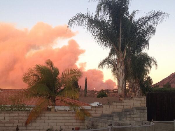 Plume of smoke from my backyard... brush fire burning in Glendora http://t.co/nKukWOfGrH