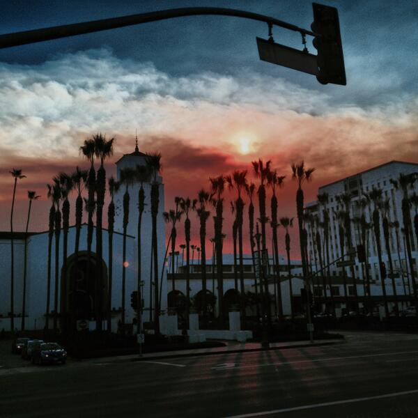 Morning becomes surreal as brush fire smoke drifts toward Union Station #mydayinla #hdr #c... http://t.co/9KWC3x8NtX http://t.co/vWSBUd1z1C