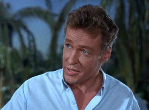 Sorry to see Russell Johnson (the professor from Gilligan's Island) passed. He played Noah Drake's Dad on GH in '82 http://t.co/y8YtQMKDs2