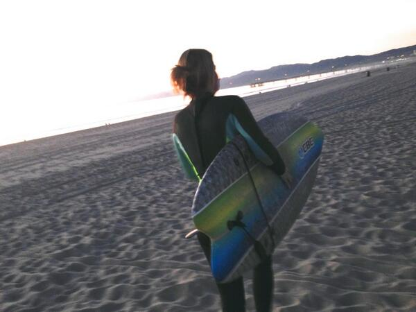 Laurel Holloman (@nalamommy): surfs up http://t.co/USY3J175gE