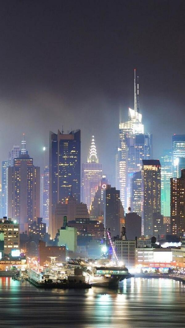 Ah, good ol' New York! If you had to pick, what would you say is your favorite thing about living in #NYC? http://t.co/hofc9NWuvj
