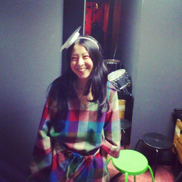 嶺川さん高円寺U.F.O.CLUBで間もなく演奏です!今日の衣装かわいいです:) 久々のソロです!是非! http://t.co/GJ25mAqnKQ