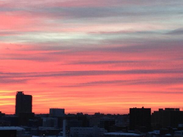 おはようございます 今日の朝焼け 綺麗だったから早起きして良かった ^_−☆ http://t.co/bGUXpgwEKK