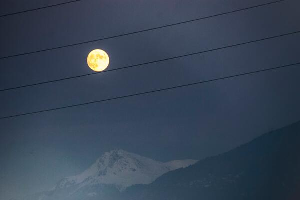 musical score ~ whole note poised between wires ~ this full moon  #haiku #thirteensyllables #micropoetry http://t.co/zUYqLi6y7u