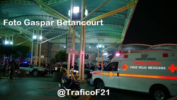 Hay dos personas lesionadas en la balacera y asalto a joyería en Plaza Tepeyac. http://t.co/0Kk4hNMYr8