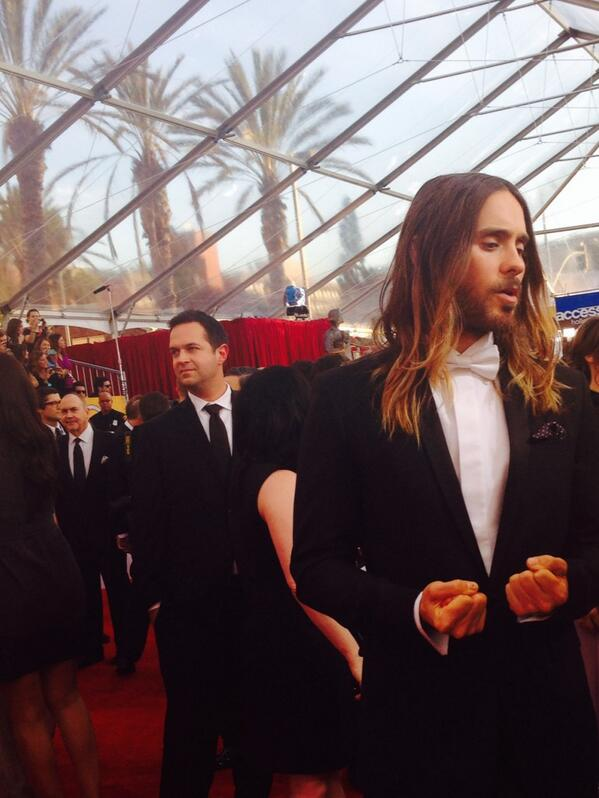 One of the most beautiful faces of awards season just explained to me why he hasnt seen Dallas B.C. #PeopleSAG #Leto http://t.co/yU1JlMtHkj