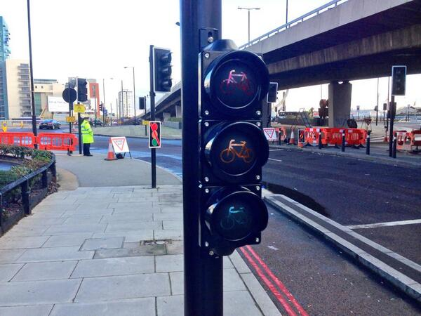 New low-height cycle signals are being installed for the first time in the UK at the Bow Roundabout http://t.co/0wdLlxV66v