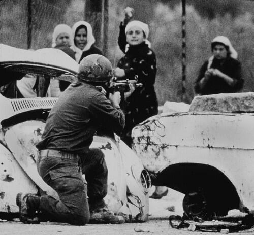 الخوف مش من بندقيتك ولا رصاصك  الخوف انه نترك هالأرض الطاهرة لك .. #فلسطين http://t.co/mLJj4Lwep7