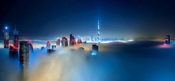 RT @NaturPictures: Dubai cubierto de niebla de noche. http://t.co/GL39uVByho