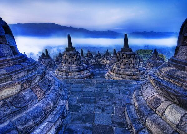 ✧Buddhist Temple in the twilight, #Indonesia » http://t.co/sAI6akbl2S @kinkoudesign