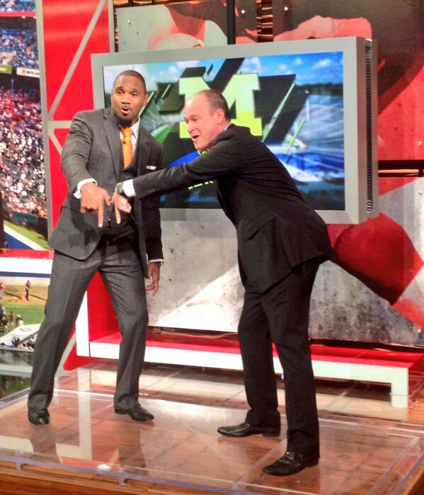 flossin' w/fellow Michigan man Charles Woodson the highlite of @richeisen's 2013 #NFL season? #BlueKnowIt http://t.co/2uHYDHv1fj