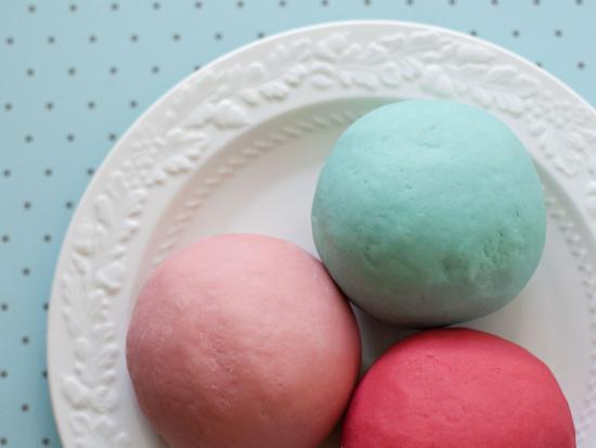Make tasty-smelling homemade playdough with...Kool-Aid? Yes!  http://t.co/84hPxqi0eM http://t.co/xEW9S99XPL