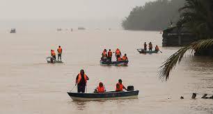 Operasi menyelamat mangsa bot karam di Daro @KDNPUTRAJAYA @KP_RELA @RINIBINTUPONG @relamalaysia @rela_daro http://t.co/uBcRXv7JMA