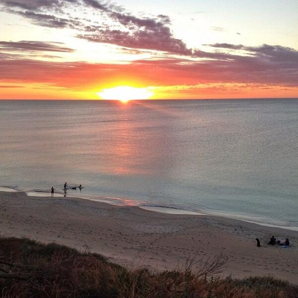 Warm weather and a stunning sunset = the perfect beach night! Photo of #Warnbro Beach by @ozsmurf (via IG) http://t.co/ScSAyY640G
