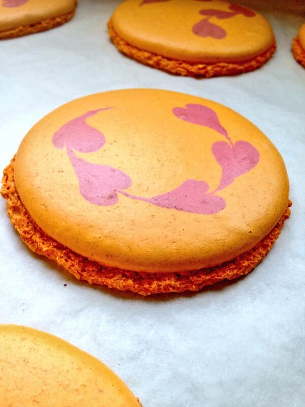 The prettiest macaron shell I've made. We need an equally pretty filling. Ideas? http://t.co/lkCZhN2l5R