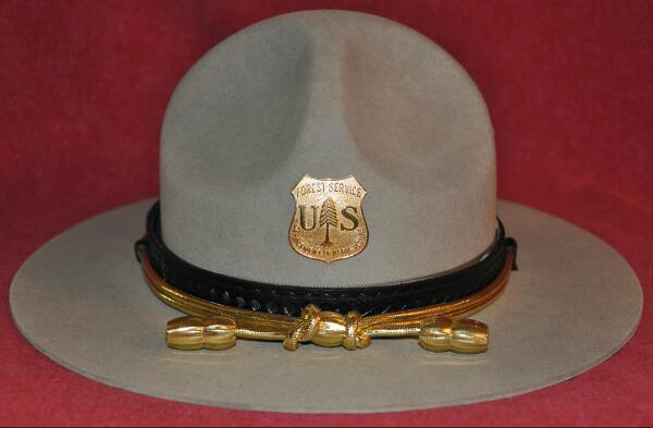 We have the best hats @Pharrell #GRAMMYs #rangerhat http://t.co/uNtZGPeedF