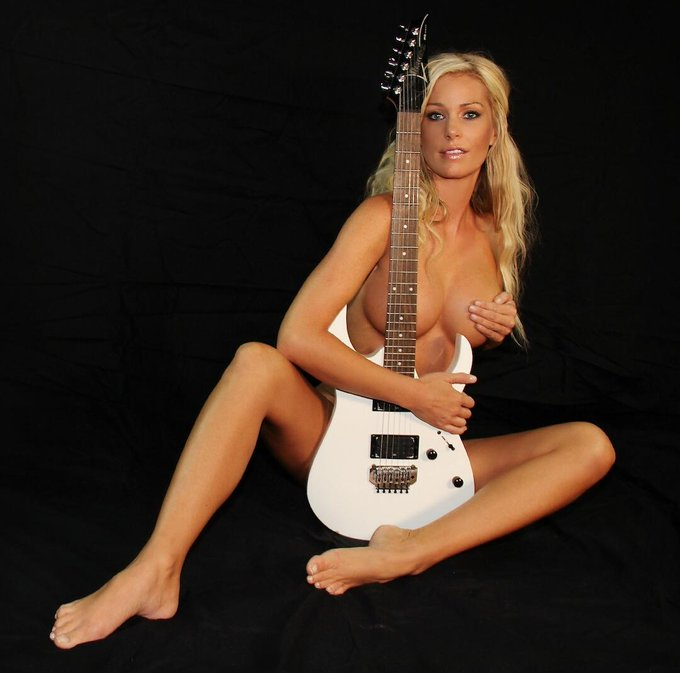 #NutsMagicMonday @nuts_official #GRAMMYs tribute ? http://t.co/pA0wZz8D3a