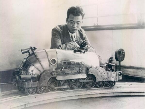 """王蟲だ!w RT """"@mujinbot: 日本のロボット研究家である相沢次郎によって1930年代に設計/制作された電気機関車。小さいながらも人間の子供を牽引できるだけのパワーがあるとのこと。アルマジロのような外見だとの意見もある。 http://t.co/GzcEqGLMSV"""""""