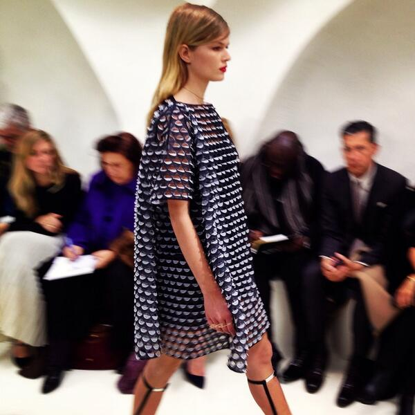 Anna Ewers walking for @Dior couture in a cut-away detail dress #hautecouture #Paris #pfw #dior @AnnaEwerss http://t.co/xUTRYlaR5d