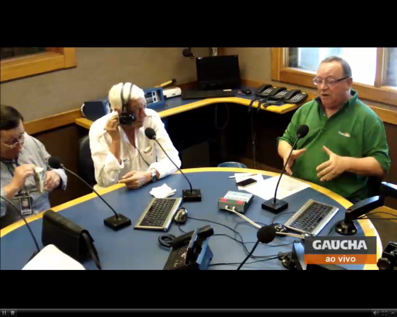 Sala de Redação ao vivo não só no rádio, mas também no site da @RdGaucha! http://t.co/dqbUNKKM0W