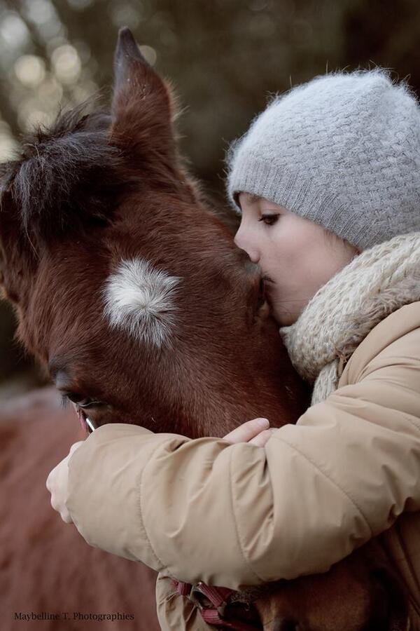 [#hugday] En cette journée mondiale des câlins : enlacer, embrasser, chouchouter :) ©Shooting Maybelline http://t.co/dLDmQUmIz4