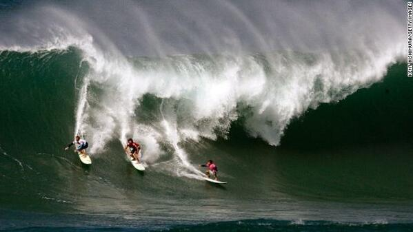 """@CNN: Hawaii's waves could hit 50 feet -- the biggest in a decade. http://t.co/RVs98e7Cdk http://t.co/3R7xGChw5P"" @HarryFraud we out"