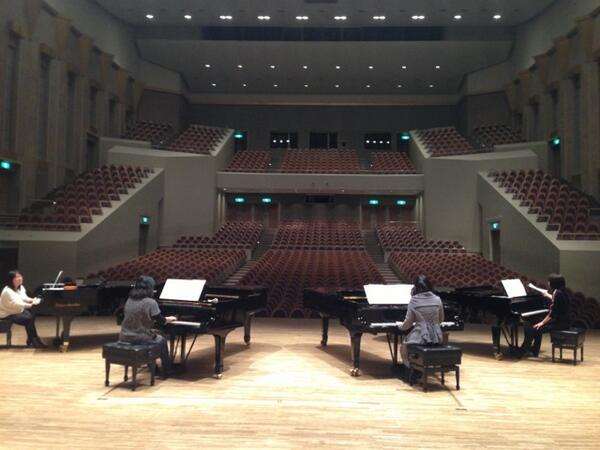 """3/1和光市民文化センター「サンアゼリア」で行われる豪華出演者の皆様による""""4台ピアノ☆グランド・ガラ・コンサート""""。亀岡夏海さん&下村陽子さん&関美奈子さんと共に恐れ多くもゲスト出演させて頂く事になりました。今日は現地で初合わせ♪ http://t.co/zWQBVSSrDz"""