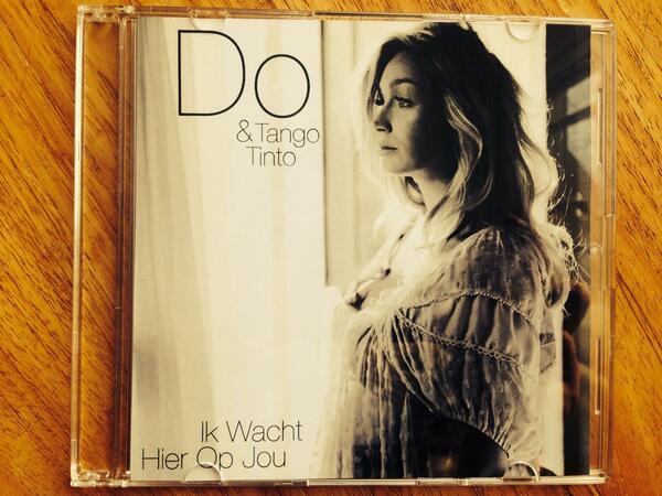 Op wie wacht jij? RT en maak kans op 1 van de 5 singles 'Ik wacht hier op jou'! X http://t.co/p0DnR85Yai