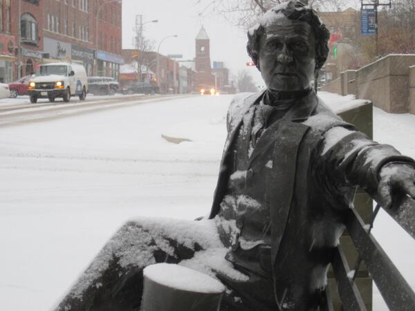Our features editor Carolyn Drake captured Sir John A Macdonald waiting for summer #peistorm http://t.co/7VnXQXrI9c