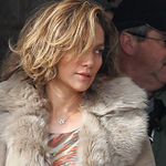 RT @BBjlo: PICS: Jennifer Lopez On The Set of LILA & EVE http://t.co/aCXEZtKEUX http://t.co/zfMYj6x1ti