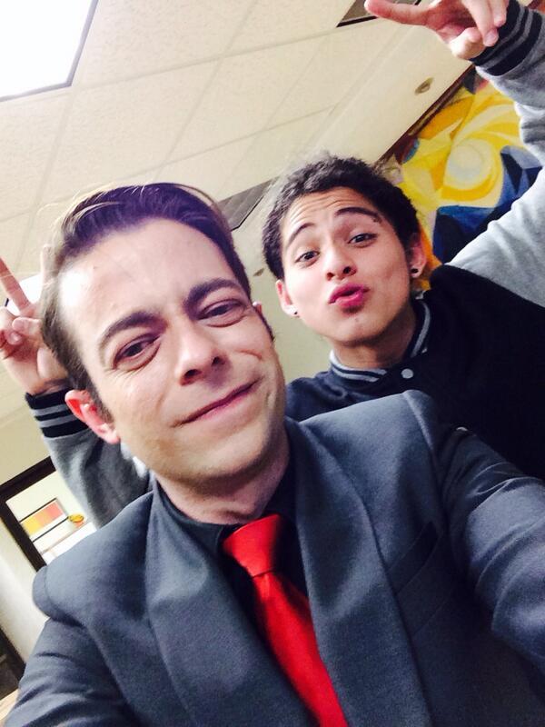 Miren fans de #Acabatelo quien vino a molestar a la oficina. http://t.co/VE4h6vEtv3