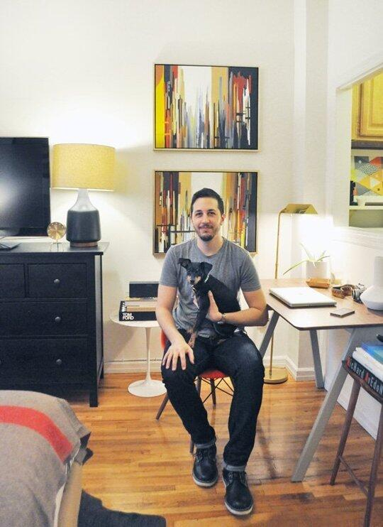 Evan packs a lot of style into his 295 sq ft Manhattan pad. #HouseTourhttp://apttherapy.com/KGfWnR http://t.co/t9rbyv1CKc