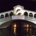 The Rialto Bridge at night #Venice http://t.co/9L3gfLMeSY #venice