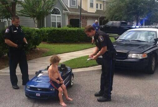 LOL We have the EXCLUSIVE first pictures of Justin Bieber being arrested for drunk driving. http://t.co/pi1qnZKYFk