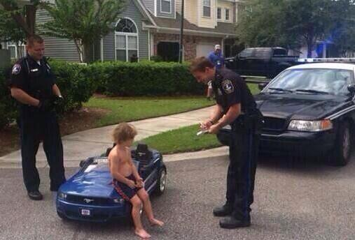 Shoutout to @J_HUFFman24 for snapping this pic of Bieber getting arrested this morning. http://t.co/mCYeUkLHua