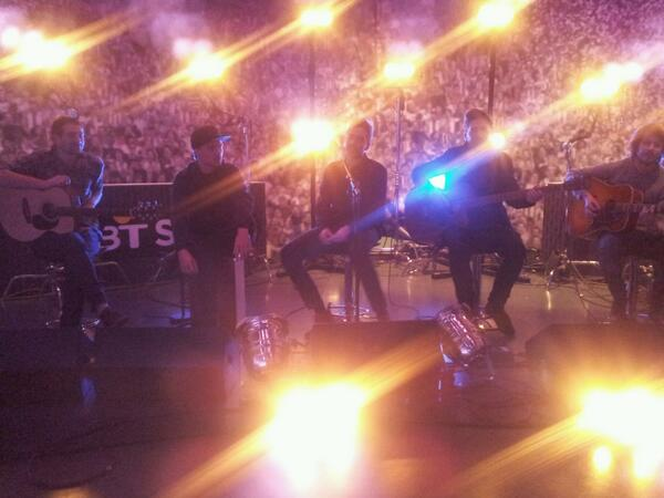 @youmeatsix rehearsing in the @btsport studios for tonight's performance on @LifesaPitchBTS. http://t.co/BG5tFtYHpo