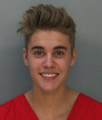 Cops say Justin was on drugs at the time of his arrest. Judging by the mugshot we can rule out Proactiv http://t.co/6WrRVXNqiM