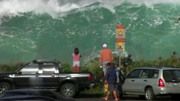 Massive storm surf batters the North Shore of Oahu with 50-foot surf...yep, 50-feet! http://t.co/8uFNX5P5mt http://t.co/RdqL7EQuso