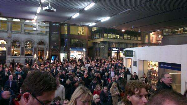 The scene at Cannon Street earlier, some seriously unhappy commuters @Se_Railway @Se_Raleway http://t.co/RedOxNP0AF