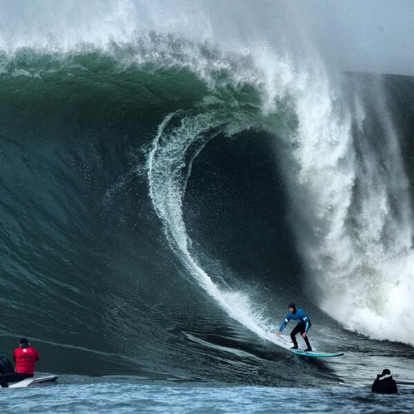 """Heavy! RT @SURFER_Magazine Grant """"Twiggy"""" Baker en route to his semifinal berth at the #mavericks Photo: @grantellis1 http://t.co/pR5pVUds25"""