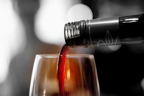 """#Wine makes every meal an occasion, every table more elegant, every day life more civilized."""" --- André Simon #FF http://t.co/tuLSd7JlhJ"""