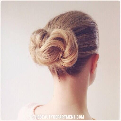 Chicest bun ever. ∞ Tutorial is up on our site! See the steps right here: http://t.co/TR3YeNZ831 http://t.co/pX7FOv141s