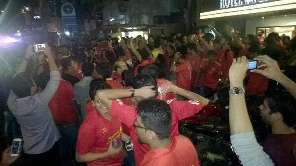 Love seeing pics like this! LFC fans celebrating in the streets in Mumbai after today's win @LFCIndia @LFCMumbai http://t.co/EwtiNMVhPy