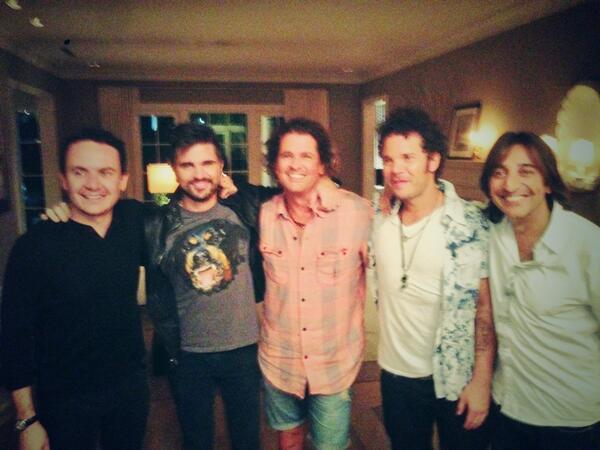 Una de esas noches #colombia #música #amigos Memorable. @Fonseca @juanes @carlosvives @CabasMusica @ACarmonaOficial http://t.co/vBymYcxgoc