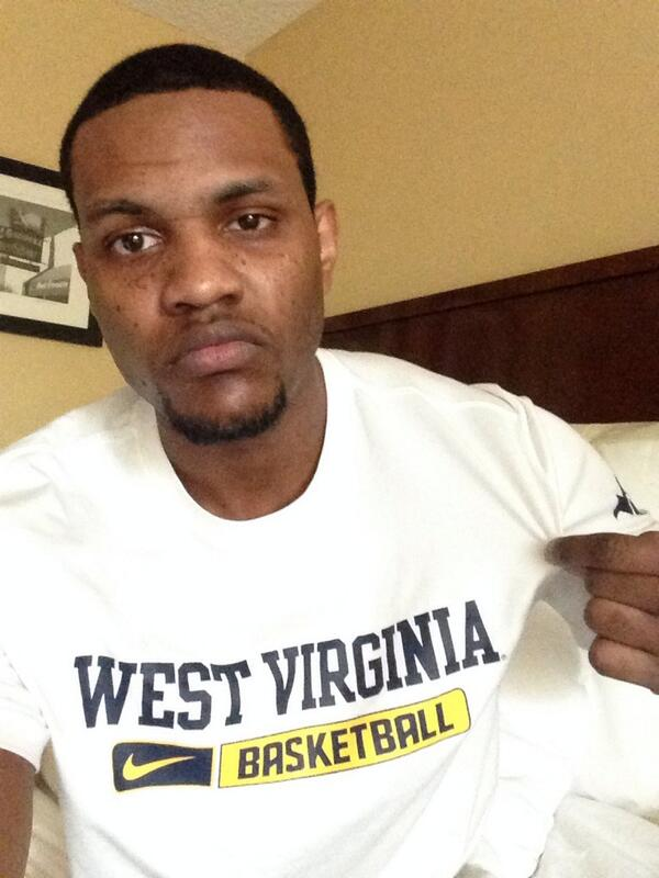 West Va vs. #8 Kansas......... I smell upset http://t.co/rxug2pqu9B