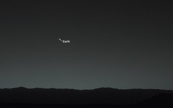 Look Back in Wonder... My 1st picture of Earth from the surface of Mars. Info: http://t.co/JMMMmiAEX0 http://t.co/xWOJdMqMVq