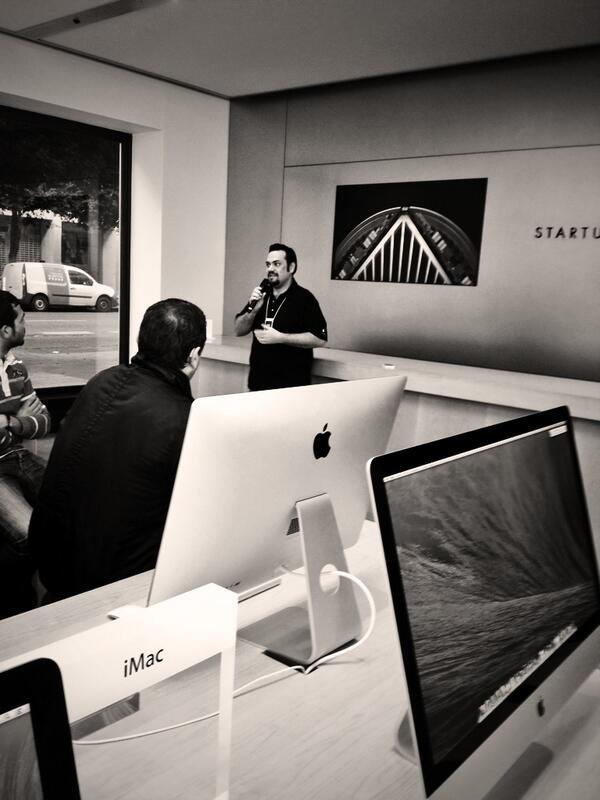 """""""#Apple ha creado una obra de arte"""" es tan fan boy el presentador q se emociona al decirlo. #macpro http://t.co/oUwFauGma2"""